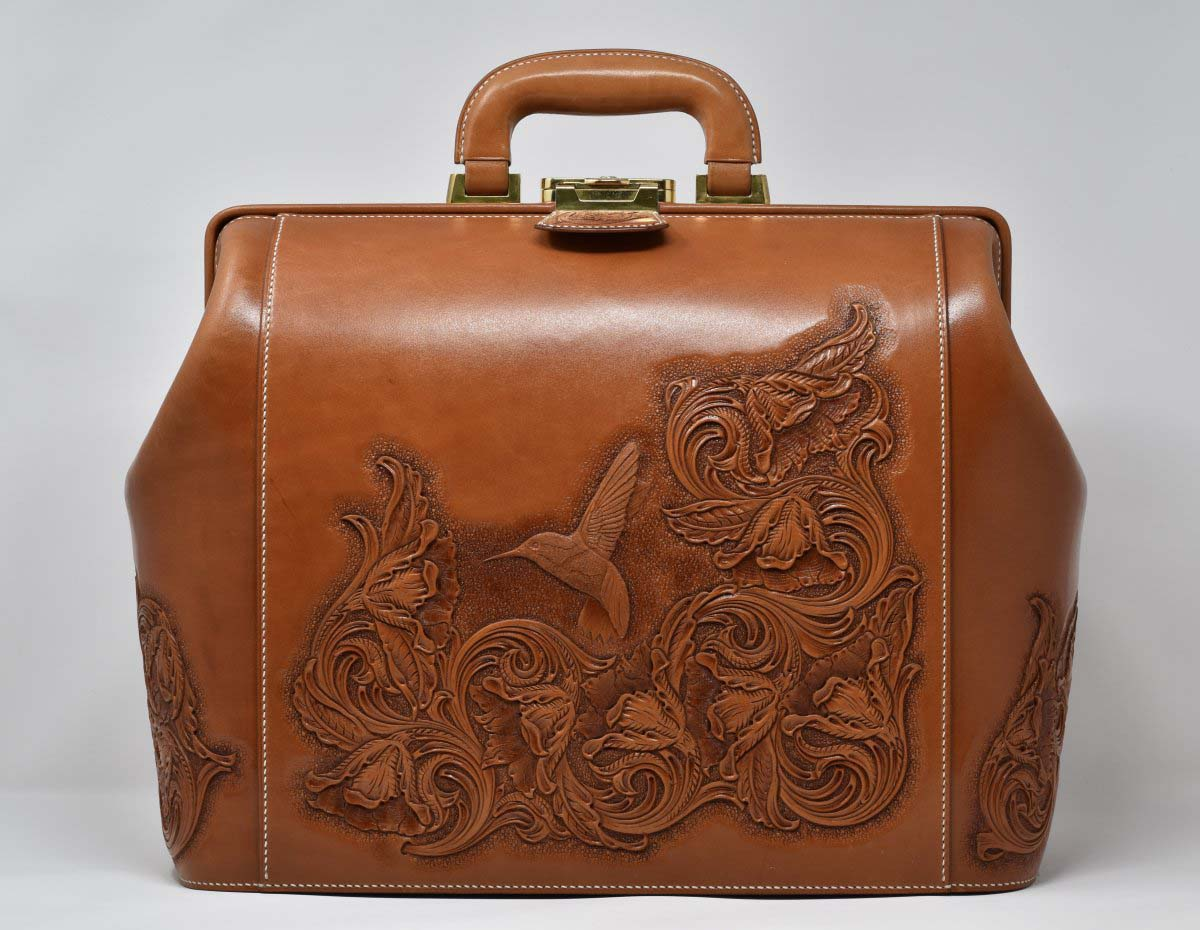 Hummingbird Travel Bag, copyright © Takeshi Yonezawa