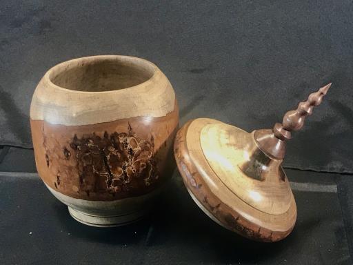 #2817 Lidded box/ urn in Myrtle, copyright © Bob Stensland